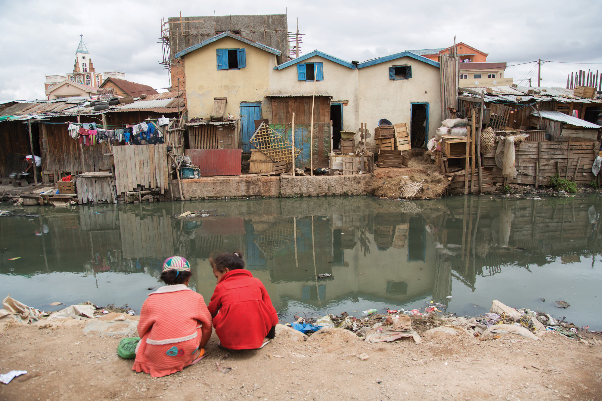 http://s12982.pcdn.co/wp-content/uploads/2015/01/Pollution-in-Antananarivo.jpg